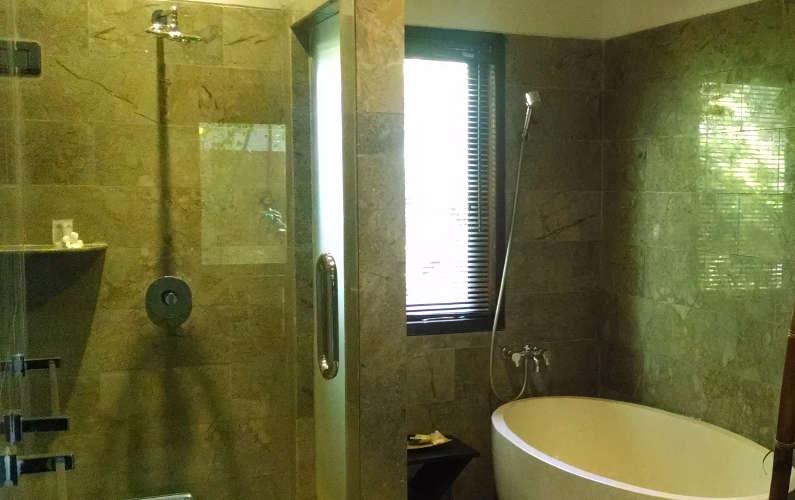 Our Suites Shower and Bathtub at Villa Blubambu