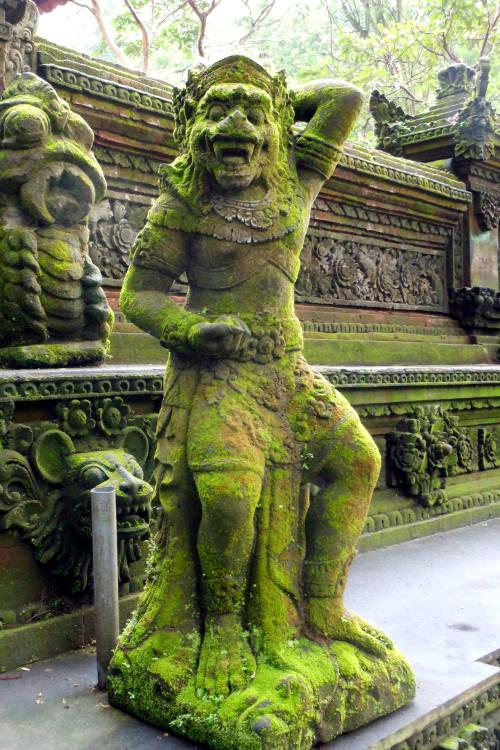 Statue Monkey Forest Bali 045