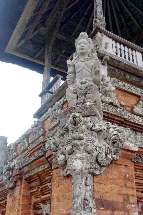 Statue Pura Taman Ayun Bali Tour