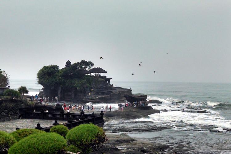 Tanah Lot Temple Bali Tour 02
