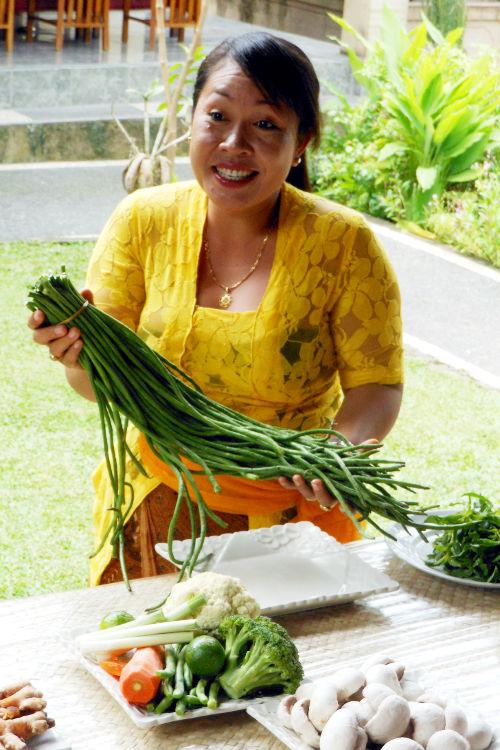 Teacher Paon Cooking Class Bali