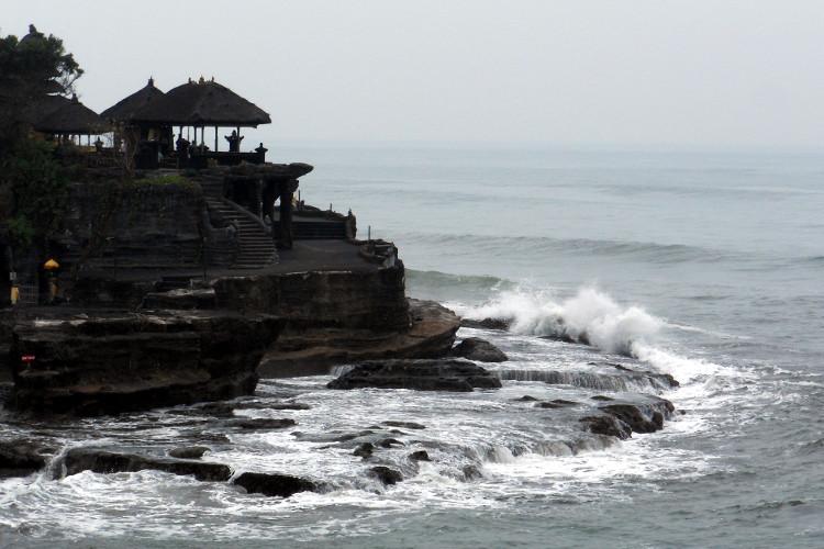 Waves Tanah Lot Temple Bali Tour