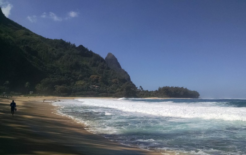 alone tunnel beach Kauai HI (57)