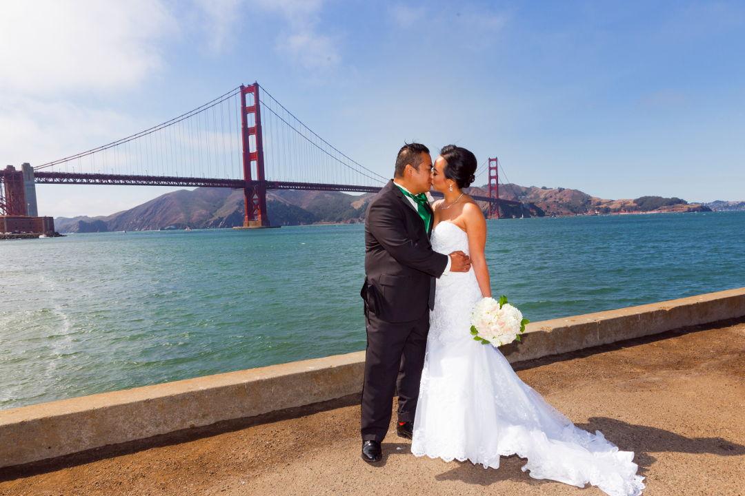 JM kissing Nadia in front of the Golden Gate Bridge