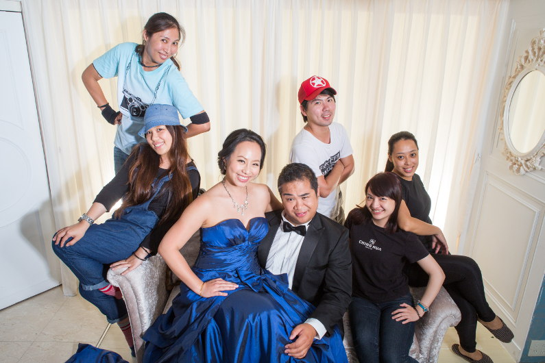 Ching Hua Bridal Art Behind the Scenes at the Studio with the Entire Crew for Another Photo
