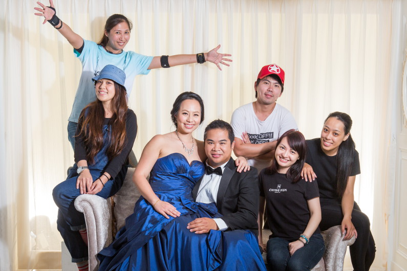 Ching Hua Bridal Art Behind the Scenes at the Studio with the Entire Crew for 1 Last Photo