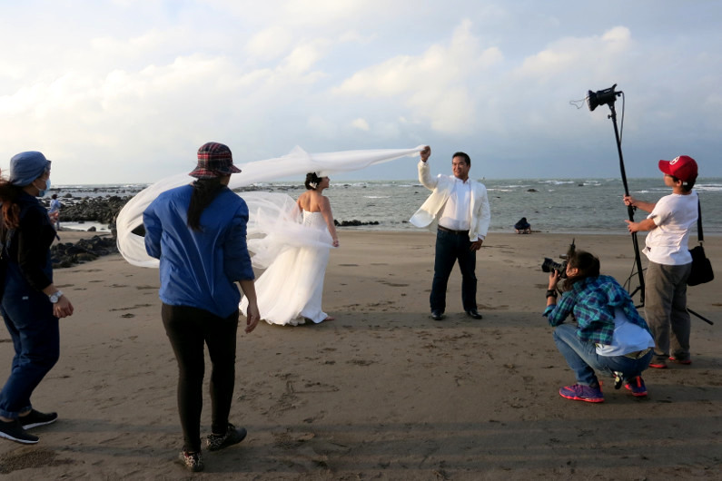 Ching Hua Bridal Art Behind the Scenes at the Beach with Nadia and JM with the Photographer and Assistants Making Photo Magic