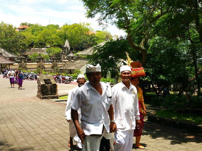 Temple Goers at Uluwatu Bali