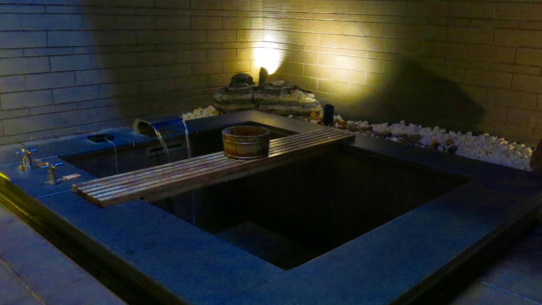 Filling Empty Grand View Resort Beitou Tub