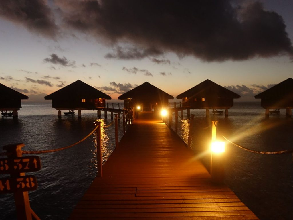 Over water suites in Huahine 03