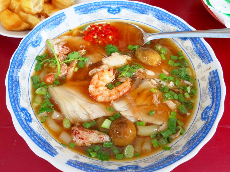 Local Favorite Unnamed Banh Canh Cua Roadside Stall