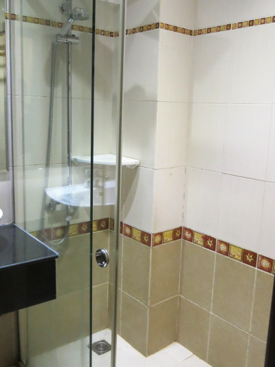 Shower at the Duc Vuong Saigon