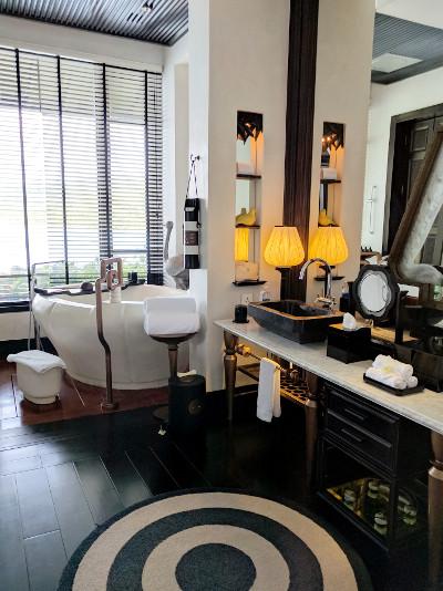 Suite Bathroom at the Intercontinental Da Nang